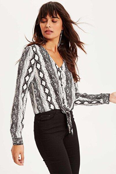 DeFacto Kadın Bağlama Detaylı Yılan Derisi Desenli Bluz K7983AZ.19SP.GR237