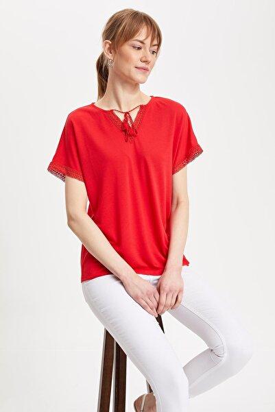 Kadın Kırmızı Püsküllü Kısa Kollu T-shirt K6909AZ.19SM.RD63