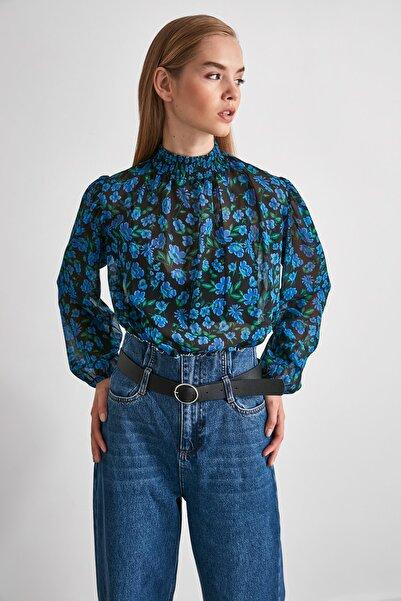 TRENDYOLMİLLA Mavi Yaka Detaylı Bluz TWOAW21BZ0313