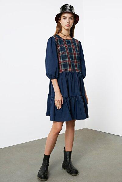 TRENDYOLMİLLA Lacivert Ekose Detaylı Elbise TWOAW21EL1255
