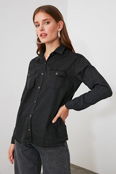 TRENDYOLMİLLA Antrasit Cep Detaylı Denim Gömlek TWOSS20GO0326