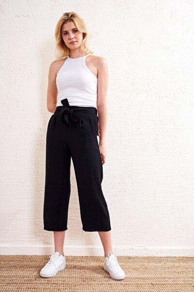 Eka Kadın Siyah Kemerli Pantolon