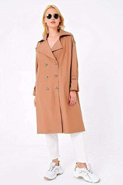 Trend Alaçatı Stili Kadın Camel Sırt Detaylı Kemerli Dokuma Trençkot ALC-X4799