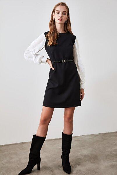 TRENDYOLMİLLA Siyah Kemerli Kol Detaylı Elbise TWOAW21EL1420