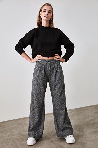 TRENDYOLMİLLA Siyah Bol Paça Örme Pantolon TWOAW21PL0405