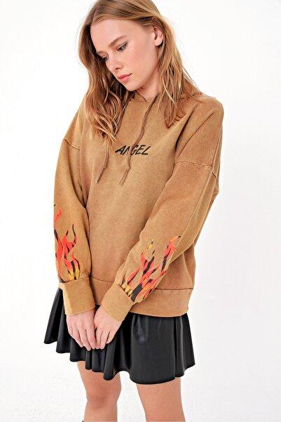 Trend Alaçatı Stili Kadın Camel Yıkamalı Baskılı Kapşonlu Sweatshırt MDA-1018-RV-1
