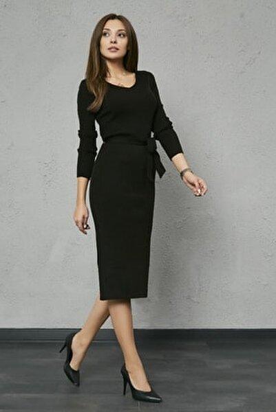 Kadın Siyah Kuşaklı Yırtmaçlı Midi Triko Elbise