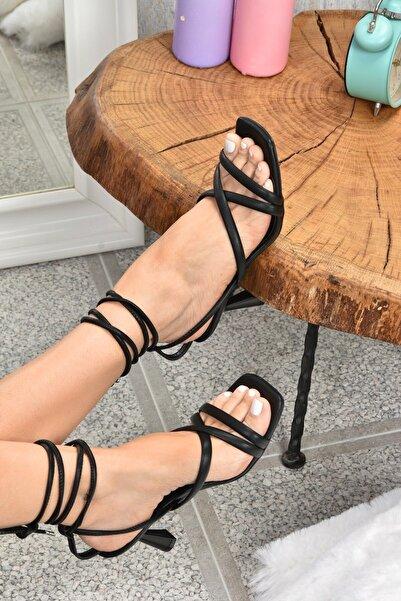 Fox Shoes Kadın Siyah Bilek Bağlamalı Topuklu Ayakkabı