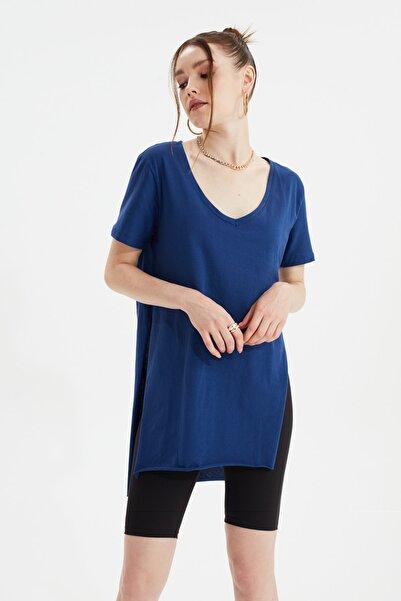 TRENDYOLMİLLA Indigo V Yaka Asimetrik Örme T-Shirt TWOSS20TS0927