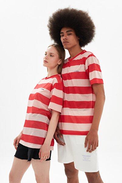 TRENDYOL MAN Kırmızı Unisex Ringelli Regular Fit Çizgili T-Shirt TMNSS21TS3354