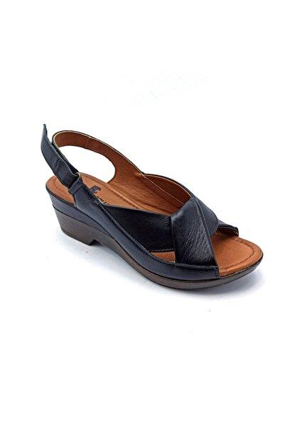 Riccardo Colli Kadın Siyah Alçak Dolgu Deri Sandalet