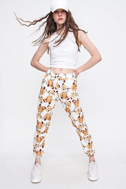 Trend Alaçatı Stili Kadın Beyaz Ayıcık Baskılı Eşofman Altı ALC-X6368