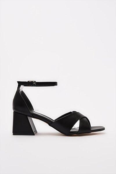 Hotiç Siyah Kadın Sandalet 01SAH212970A100