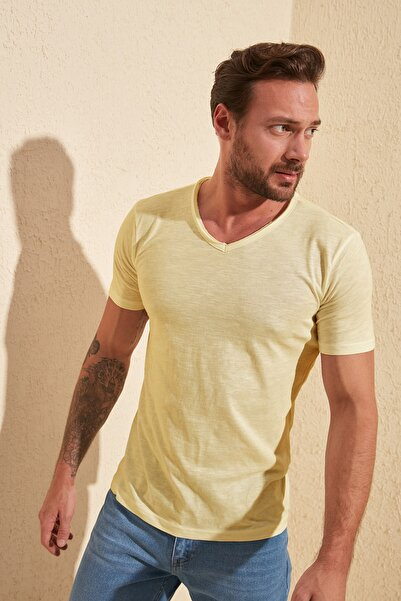 TRENDYOL MAN Sarı Basic Regular Fit Flamlı Süprem V Yaka T-Shirt TMNSS20TS0035