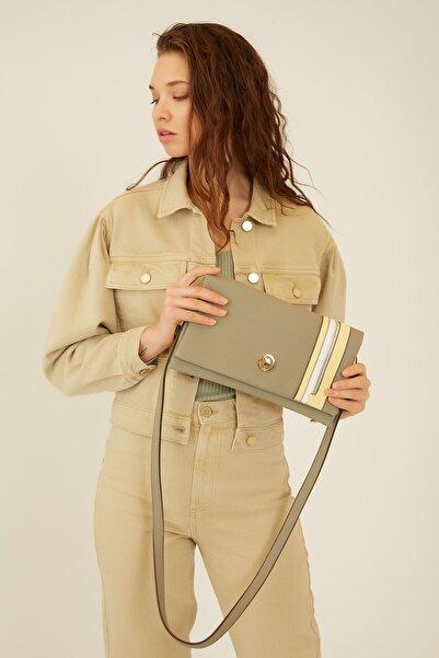 U.S. Polo Assn. A.hakı-sarı-beyaz Kadın Postacı Çantası Us20281