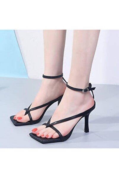 Kadın Siyah 10cm Topuklu Küt Kare Burunlu Parmak Arası Tokalı Ayakkabı Sandalet Terlik