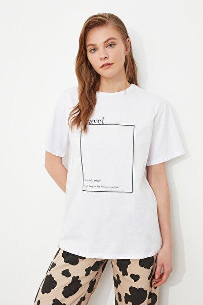 TRENDYOLMİLLA Beyaz Baskılı Boyfriend Örme T-Shirt TWOSS20TS0755