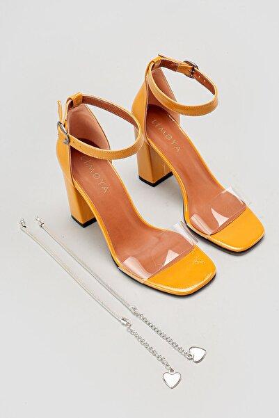 Limoya Kadın Hardal Şeffaf Bant Bilekten Baretli Kare Burun Topuklu Ayakkabı