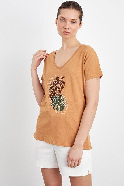adL Kadın Önü Nakışlı V Yaka  T-Shirt