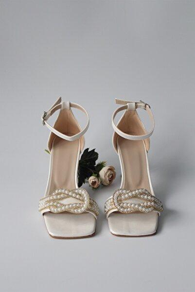 AYNUR ABİYE Kadın Küt Burun Taş Detaylı Krem Abiye Topuklu Ayakkabı