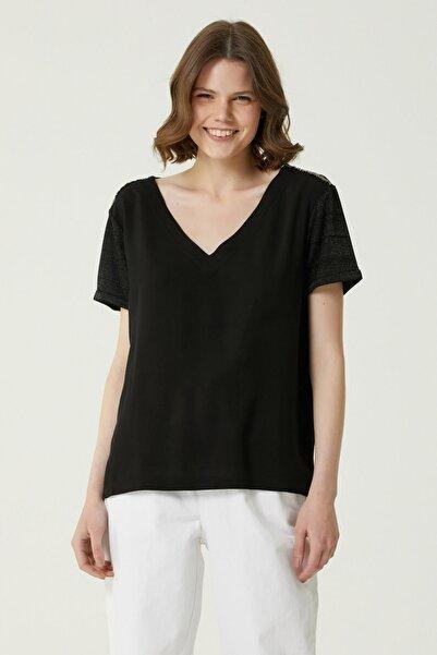 Network Kadın Basic Fit Siyah V Yaka İşlemeli T-shirt 1079923