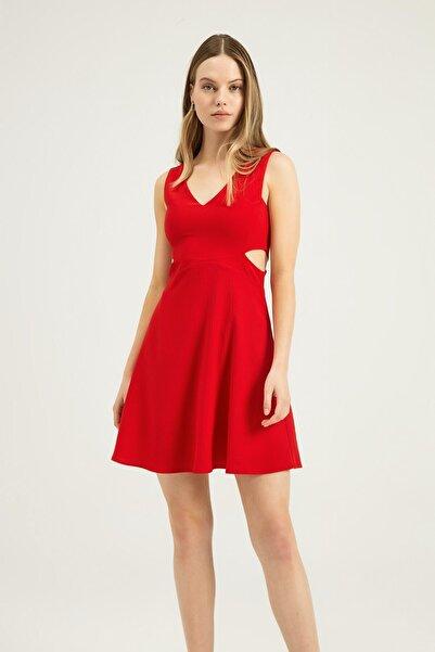 Quzu Kadın Kırmızı Pencere Detaylı Mini Elbise