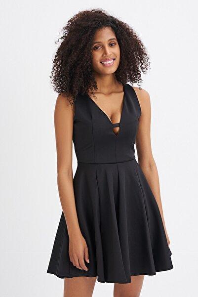 Quzu Kadın Siyah Volanlı Yaka Detaylı Kolsuz Elbise
