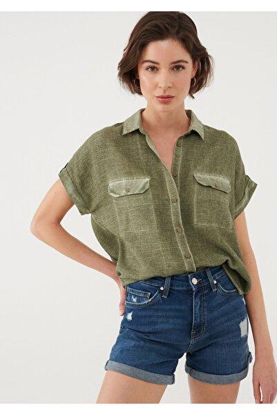 Mavi Kadın Dokulu Yeşil Gömlek