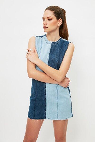 TRENDYOLMİLLA Mavi Renk Bloklu Mini Denim Elbise TWOSS21EL3133