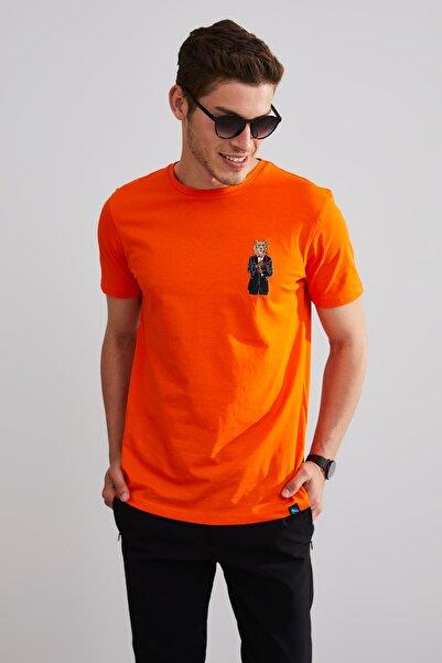 Northlight Unisex Turuncu Takım Elbiseli Ayı Nakışlı Kısa Kol T-shirt