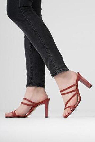 Kadın Kırmızı İnce Bantlı Dikdörtgen Topuklu Sandalet