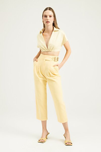 Quzu Yanı Tokalı Pileli Pantolon Sarı