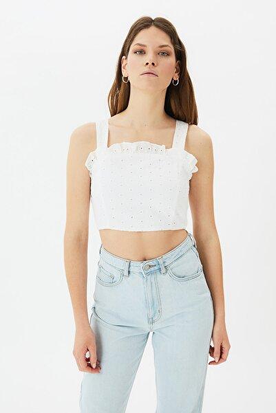 TRENDYOLMİLLA Beyaz Fırfırlı Bluz TWOSS21BZ0707