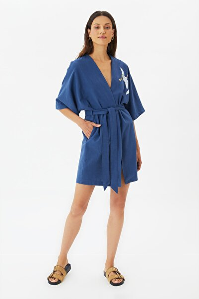TRENDYOLMİLLA Lacivert Nakışlı Kimono&Kaftan TWOSS21KM0119