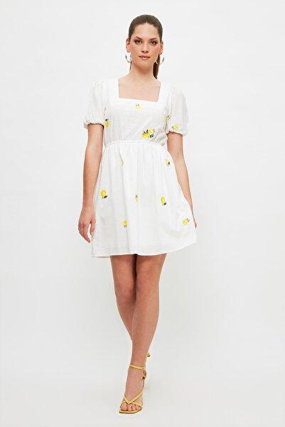 TRENDYOLMİLLA Ekru Nakışlı Elbise TWOSS21EL4023