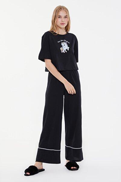TRENDYOLMİLLA Siyah Baskılı Örme Pijama Takımı THMSS21PT0953