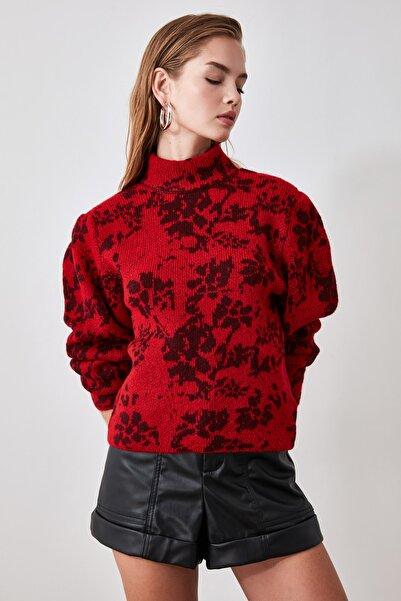 TRENDYOLMİLLA Kırmızı Çiçek Desenli Triko Kazak TWOAW21KZ0754