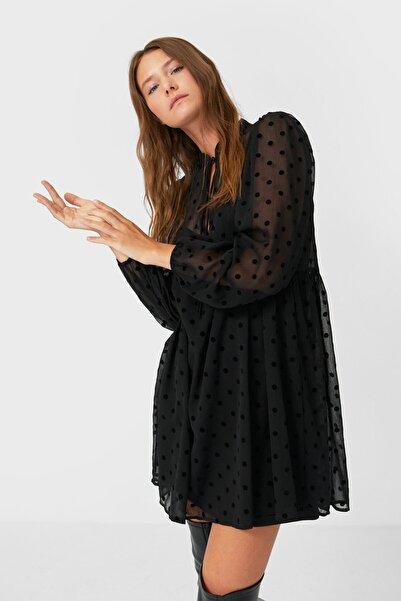 Stradivarius Kadın Siyah Puantiye Desenli Kısa Elbise 06306706