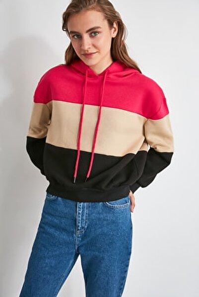 Fuşya Renk Bloklu Kapüşonlu Şardonlu Örme İnce Sweatshirt TWOAW20SW0792
