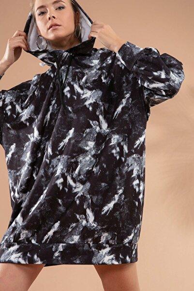 Y-London Kadın Siyah Beyaz Baskılı Kapşonlu Siyah Sweatshirt Elbise P20W-4125-2