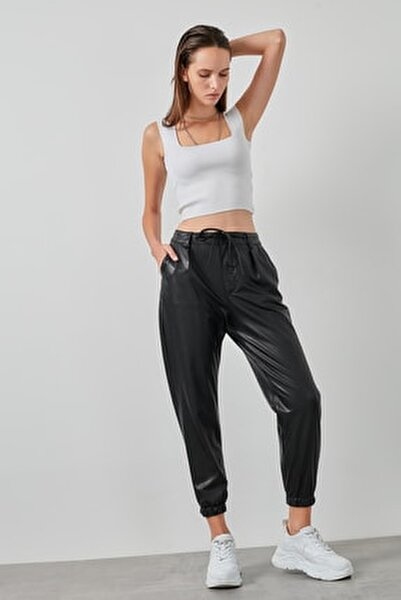 Kadın Siyah Belden Bağlamalı Paçası Lastikli Suni Deri Pantolon