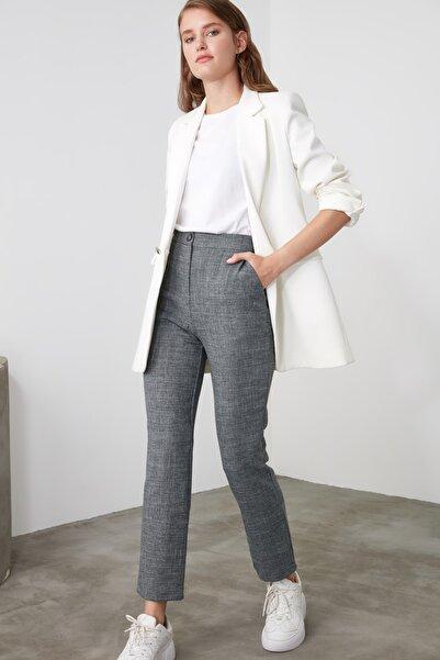 TRENDYOLMİLLA Gri Basic Pantolon TWOAW21PL0097