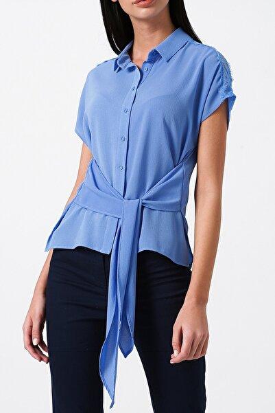 RANDOM Kadın Mavi Önden Bağlamalı V Yaka Gömlek