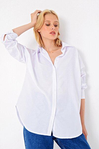 Trend Alaçatı Stili Kadın Beyaz Gizli Patlı Oversıze Poplın Dokuma Gömlek ALC-X4748