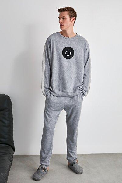TRENDYOL MAN Gri Nakışlı Örme Pijama Takımı THMAW21PT0382