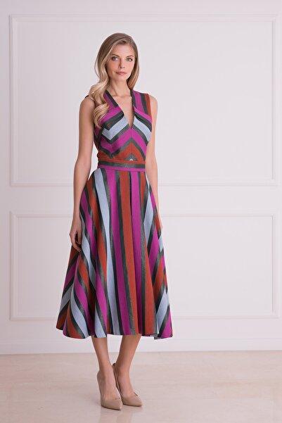 xGIZIA Kadın Pembe V Yaka Grafik Desenli Midi Elbise