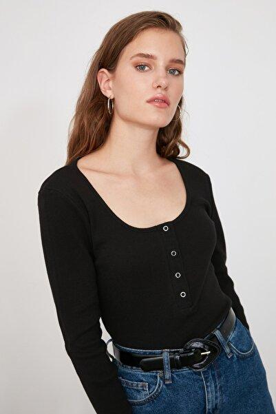 TRENDYOLMİLLA Siyah Yakası Çıtçıtlı Fitilli Örme Bluz TWOSS20BZ0683