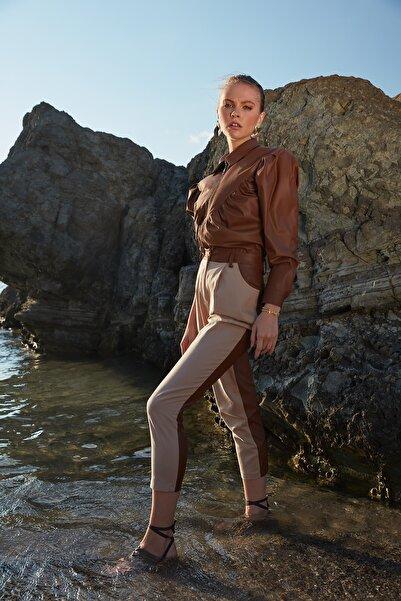 TRENDYOLMİLLA Taş Düz Kesim Suni Deri Detaylı Pantolon TWOAW21PL0152