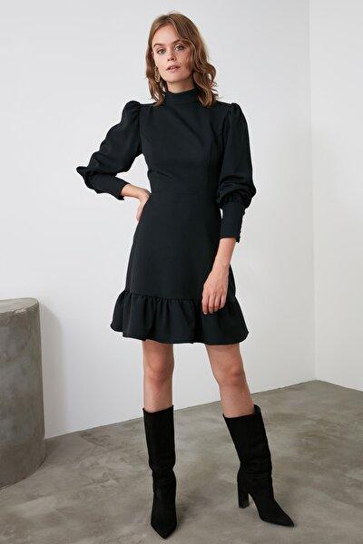 TRENDYOLMİLLA Siyah Dik Yaka Volanlı Elbise TWOAW21EL1816