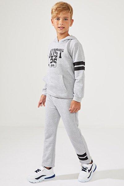 DeFacto Erkek Çocuk Yazı Baskılı Kapüşonlu Sweatshirt ve Renk Bloklu Eşofman Altı Takım